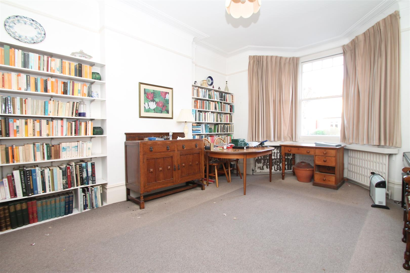 4 Bedrooms Property for sale in Lakeside Road, London N13